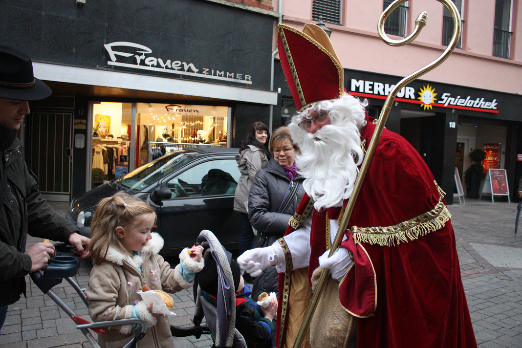 Perayaan Tradisi Natal Paling Unik, tema natal. info unik, malam natal, tradisi natal di seluruh dunia