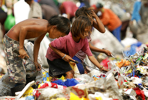 food crisis in philippine The ongoing rice crisis will push many more filipino families into poverty and prevent the country from achieving the millennium development goal to cut extreme poverty and hunger by 2015, according to ngos we are definitely not going to meet mdg1 [the eradication of extreme poverty and hunger],.
