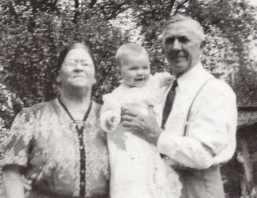 hillary-rodham-with-her-welsh-grandmother-hannah-jones-rodham-and-immigrant-english-grandfather-hugh-rodham-sr1