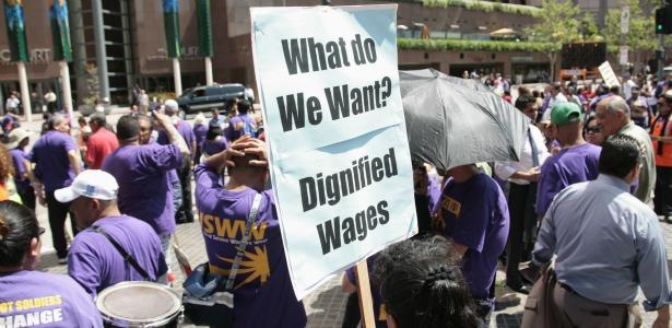 LAunionprotest.banner.reuters